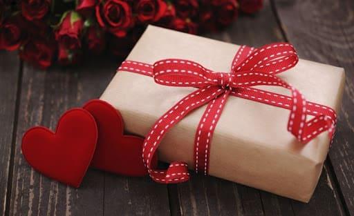 Что подарить второй половинке на День всех влюбленных?