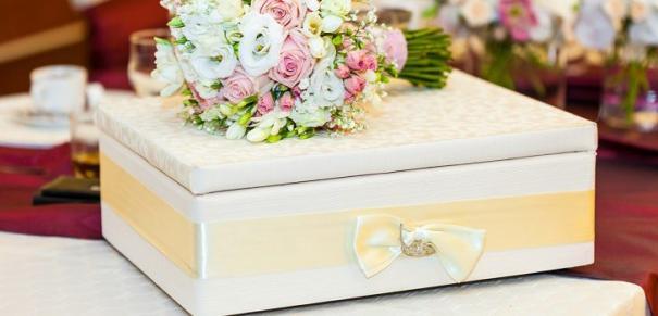 Что можно подарить подруге на свадьбу?