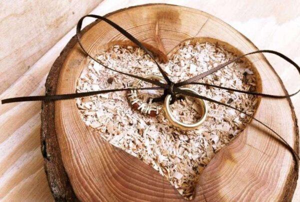 Что подарить на деревянную свадьбу?